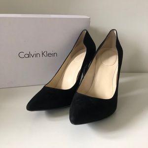 Calvin Klein Ninah black suede pump